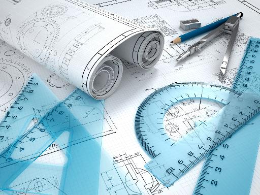 Schreibtisch mit Plänen und Linealen